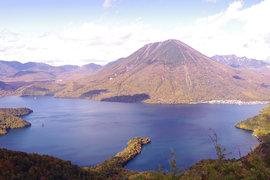 紅葉の中禅寺湖スカイライン&半月山ハイキング