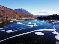結氷し始めた湯ノ湖の空撮動画をアップしました